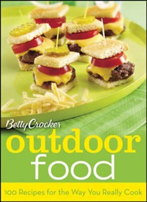 Betty Crocker's Outdoor Food: 100 Recipes for the Way You Really Cook